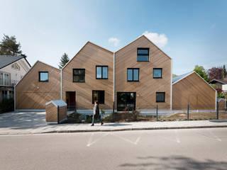 Chalés e casas de madeira  por IFUB* , Moderno