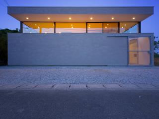 フタ+ハコ/回遊する住まい の Ginga architects モダン