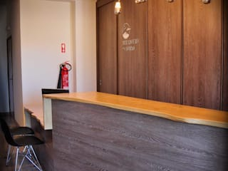 Ruang Studi/Kantor Modern Oleh Volo Vinis Modern