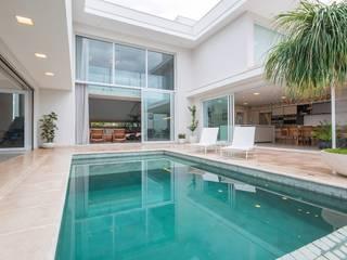 Residência T|D Piscinas modernas por Marcos Baldasso Arquitetura Moderno