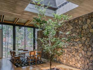 Saavedra Arquitectos Phòng ăn phong cách hiện đại Bê tông Grey