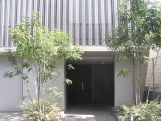 Pasillos, vestíbulos y escaleras modernos de JWA,Jun Watanabe & Associates Moderno