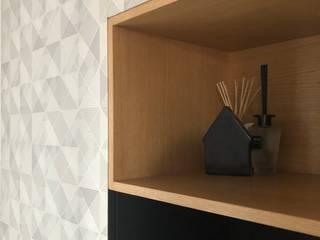 Appartamento Casa S: Ingresso & Corridoio in stile  di italia de nicola, Moderno