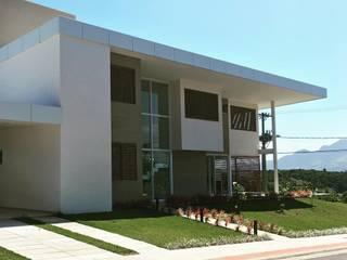 ARUS Associados Ltda. Terrace house Iron/Steel
