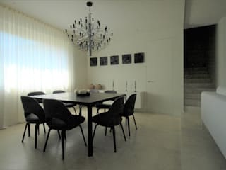 Fabricamus - Architettura e Ingegneria ミニマルデザインの ダイニング