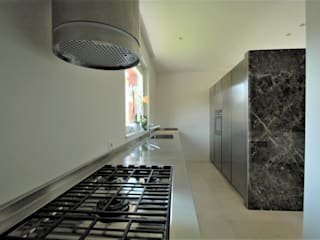 Fabricamus - Architettura e Ingegneria ミニマルデザインの キッチン