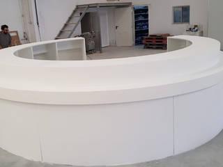 Urby - Industria de Mobiliário by Acrilmolde Pusat Perbelanjaan Modern Komposit Kayu-Plastik White