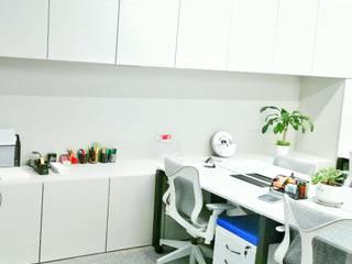 Oficinas Administrativas Ingenierías y Construcciones ELDEPCI Oficinas de estilo moderno Blanco