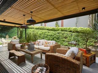 Balcones y terrazas rústicos de CAJA BLANCA Rústico