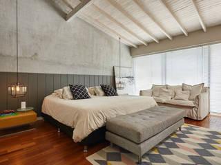 Dormitorios rústicos de CAJA BLANCA Rústico