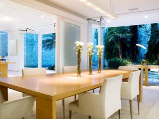 Casa de Playa Comedores de estilo moderno de Alexander Congonha Moderno