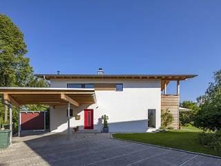 Ökologisches Holzhaus in Bad Aibling von Lebensraum Holz Klassisch