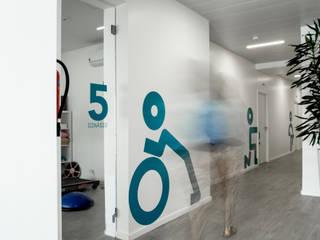 + Fisio | Fisioterapia e Saúde Integrada Escritórios modernos por Projecto 84 Moderno