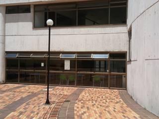 Cafetín CHEC MAnizales: Edificios de oficinas de estilo  por DECOLOGIC, Moderno