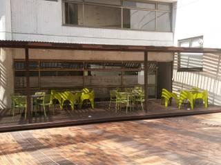 Cafetín CHEC MAnizales: Espacios comerciales de estilo  por DECOLOGIC, Moderno