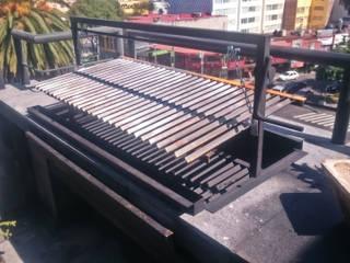 Asador tipo Argentino Balcones y terrazas de estilo moderno de Creativo 84 Moderno