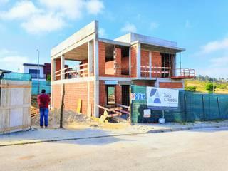 Construção de Moradia: Casas unifamilares  por Baías & Alcaides,Moderno