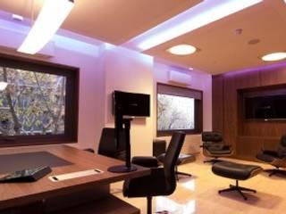 Phòng học/văn phòng phong cách hiện đại bởi Domonova Soluciones Tecnológicas para tu vivienda en Madrid Hiện đại