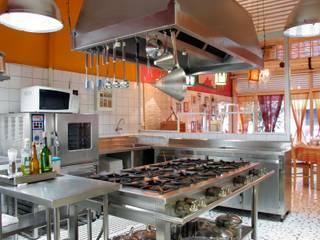 Célia Orlandi por Ato em Arte Cucina moderna