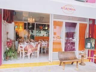 Restaurante - A Cozinha Célia Orlandi por Ato em Arte Cozinhas modernas