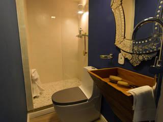 Śródziemnomorska łazienka od KELLY ALMEIDA Śródziemnomorski