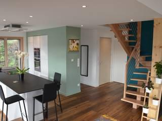 Ma maison, ma planète et moi Couloir, entrée, escaliers modernes par SUR MESURE Moderne