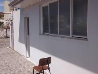 Balcone, Veranda & Terrazza in stile minimalista di Studio AW Arquitetura Minimalista