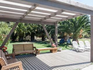 Modern balcony, veranda & terrace by MACIZO, ARQUITECTURA EN MADERA Modern