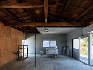 Industrial style garage/shed by SQOOL一級建築士事務所 Industrial