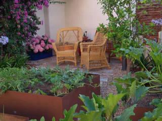 Un jardín de inspiración hispanoislámica en el corazón de Cáceres Jardines de estilo ecléctico de Irati Proyectos Ecléctico