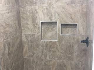Baños Baños de estilo moderno de Constructora Arcus Limitada Moderno