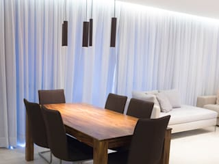 Minimalist dining room by Estúdio MOOD Minimalist