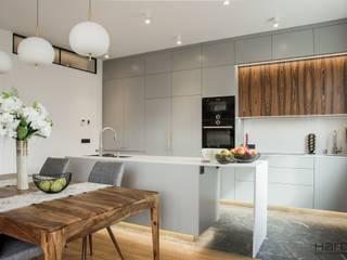Apartament w stylu nowojorskim Nowoczesna kuchnia od Monika Hardej Architekt Nowoczesny