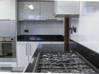 Cocina Unicentro: Cocinas integrales de estilo  por Insitu Hogar, Moderno