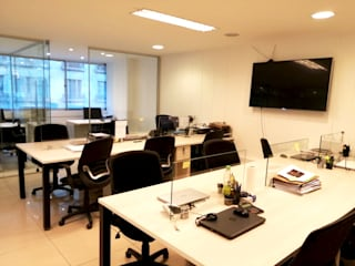 Escritórios e Espaços de trabalho  por AOG, Moderno