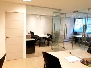 REMODELACION OFICINAS HUERFANOS Oficinas y bibliotecas de estilo moderno de AOG Moderno