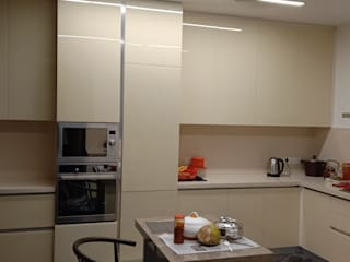 Hoop Pine Interior Concepts Kitchen units Glass Beige