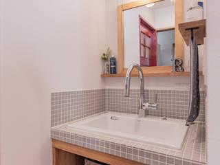 ベーシックナチュラルスタイルの家 ラスティックスタイルの お風呂・バスルーム の クローバーハウス ラスティック