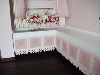 new born baby girl room Minimalist nursery/kids room by Tanish Dzignz Minimalist