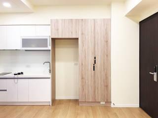 Couloir, entrée, escaliers minimalistes par ISQ 質の木系統家具 Minimaliste