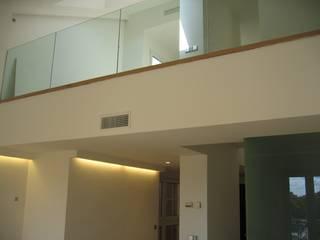 Reforma integral DUPLEX-LOFT-ATICO. Retiro Madrid Salones de estilo minimalista de Arquide Estudio, reforma y rehabilitación en Madrid Minimalista