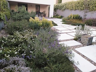 Olías del Rey Jardines de estilo mediterráneo de Irati Proyectos Mediterráneo