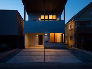 NMK 古墳の向こうに空が見える家 の 塚野建築設計事務所 インダストリアル