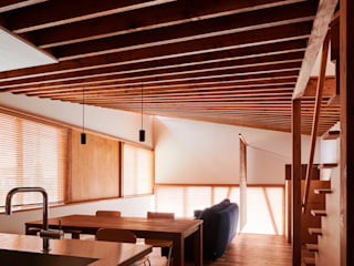 HP曲面を挟んだ家 北欧デザインの リビング の 多和良屋|studio tawaraya 北欧