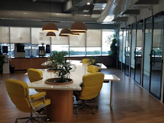 Commercial interior design-- Innov8 Golf course road:  Commercial Spaces by Dreamz Unwired,Modern
