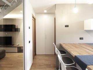 Cocinas de estilo moderno de Livin Studio Progettisti Associati Moderno