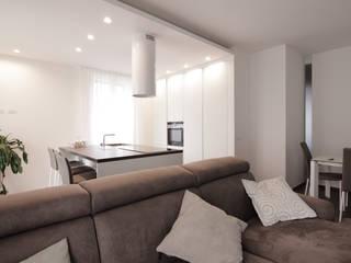 Salas de estilo moderno de Livin Studio Progettisti Associati Moderno