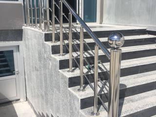 Corredores, halls e escadas modernos por Pİ METAL TASARIM MERDİVEN Moderno