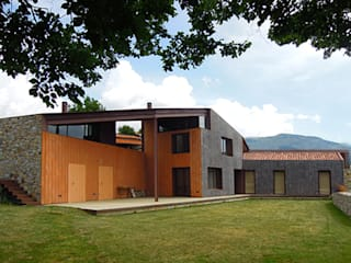 by SANTI VIVES ARQUITECTURA EN BARCELONA Modern