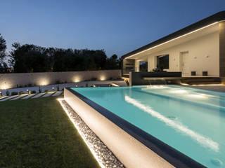 Villa LC Piscina moderna di DFG Architetti Associati Moderno